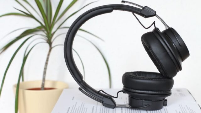 If you afre looking for the best headphones for online classes in 2021, We have the best options for you even if you are a teacher or a student, with the best headphones in best price range in 2021