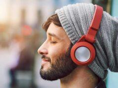 Headphone wearing image 692021